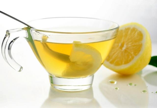 عصير الليمون الدافىء لتنظيف الجهاز الهضمي