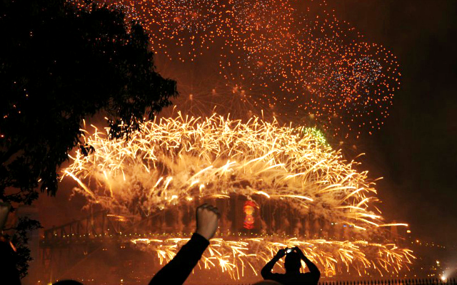 My Top 5 Australian Bucket List Experiences Sydney New Year's Eve Fireworks Lawn with the View