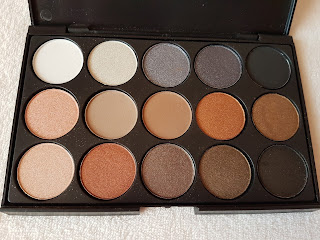 www.dresslily.com/15-colors-long-lasting-pearly-eyeshadow-palette-makeup-cosmetics-product1468089.html?lkid=1528863