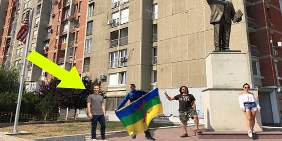 مؤسس الفيس بوك مارك زوكربيرغ مع العلم الامازيغي