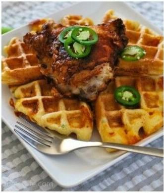 28. Waffle dengan keju cheddar dan cabe jalapeno