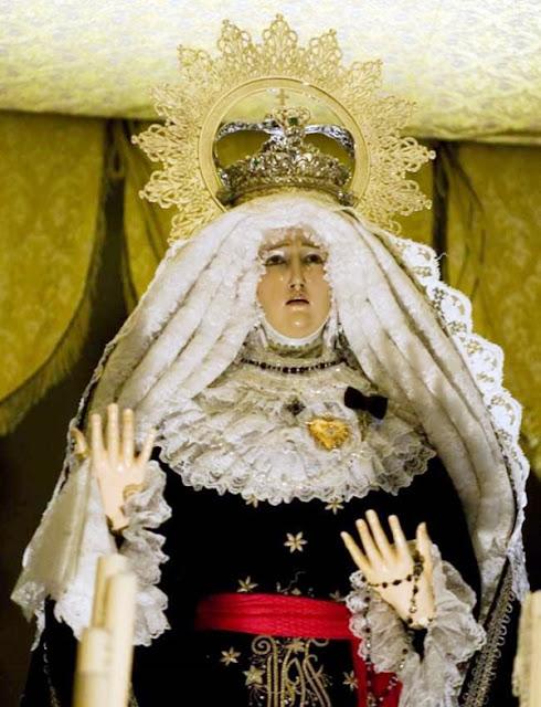 """Virgen de la Soledad, la """"Virgen Guapa"""". Real cofradía de Minerva y Vera Cruz. León. Foto Mauricio Peña."""