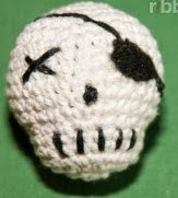 http://translate.google.es/translate?hl=es&sl=en&u=http://ribbelmonster.com/amigurumi-crochet-skull&prev=search