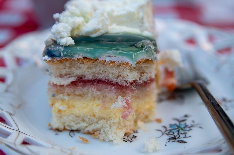 cake-3woman-family-familia-recem-nascido-bebê-criança-mãe-maternidade-pai-amor-mulher-choro-filhos-bolo-recheado-bolo