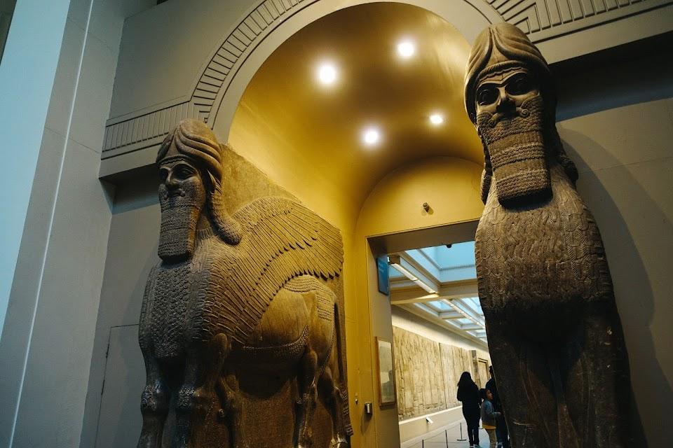 アッシリアの守護獣神像(Assyrian gateway figures)②
