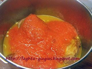 Αρνί κοκκινιστό σκορδοστούμπι - από «Τα φαγητά της γιαγιάς»