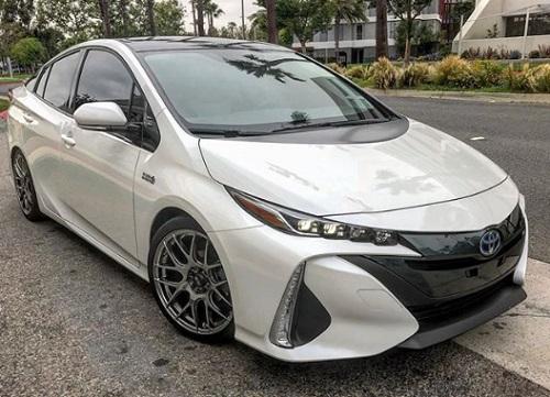 Toyota Prius hybrid review spec