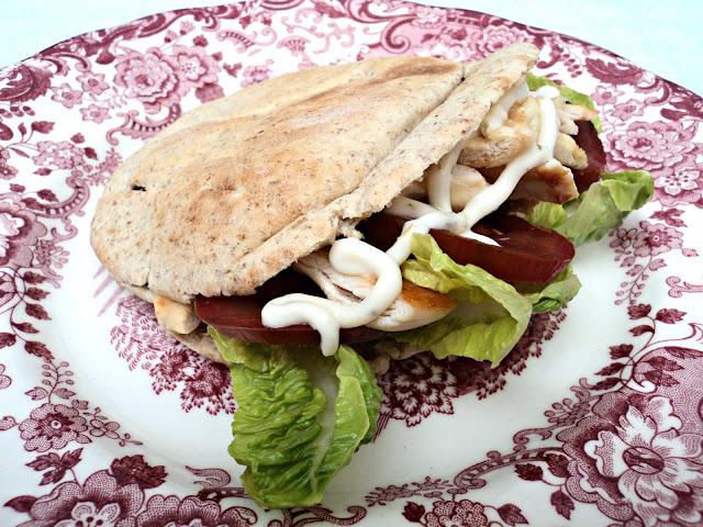 sandwich-pan-pita-pollo-presentacion
