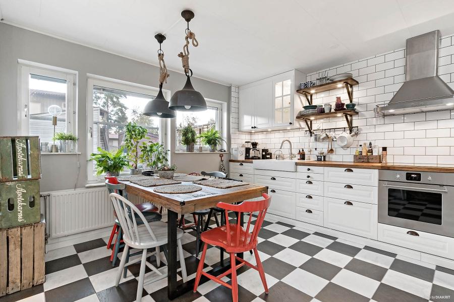 Szachownica, wystrój wnętrz, wnętrza, urządzanie mieszkania, dom, home decor, dekoracje, aranżacje, styl skandynawski, scandinavian style, styl rustykalny, rustic style, kuchnia, kitchen