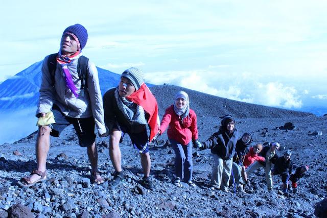 Larangan yang Wajib Dipatuhi Saat Mendaki Gunung, Apa Saja?