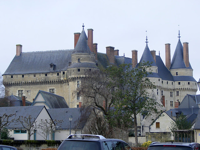 The exterior of the chateau is being cleaned. Photographed by Susan of Loire Valley Time Travel. https://tourtheloire.com