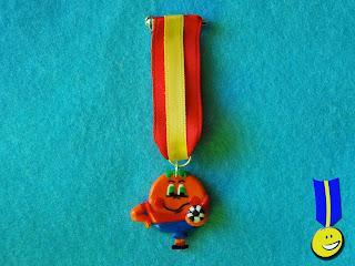 Medalla en fimo de Naranjito, la mascota del Mundial 82