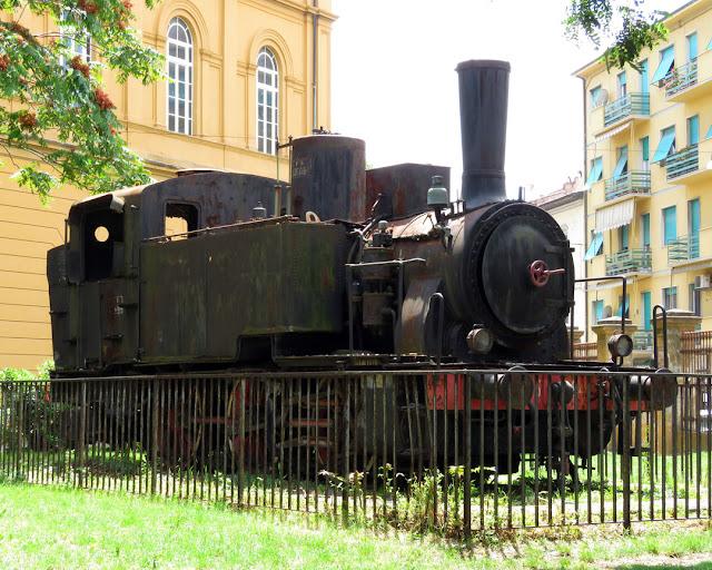 Locomotiva FS 835, scuola elementare Micheli, Livorno