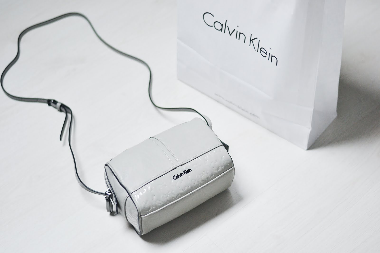 Calvin Klein bag, small, grey, basic, minimalistic, maasmechelen village, sjiek shopping days, belgian blogger