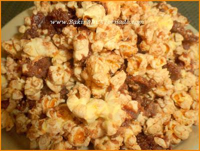 Butterfingers Popcorn | www.BakingInATornado.com | #recipe