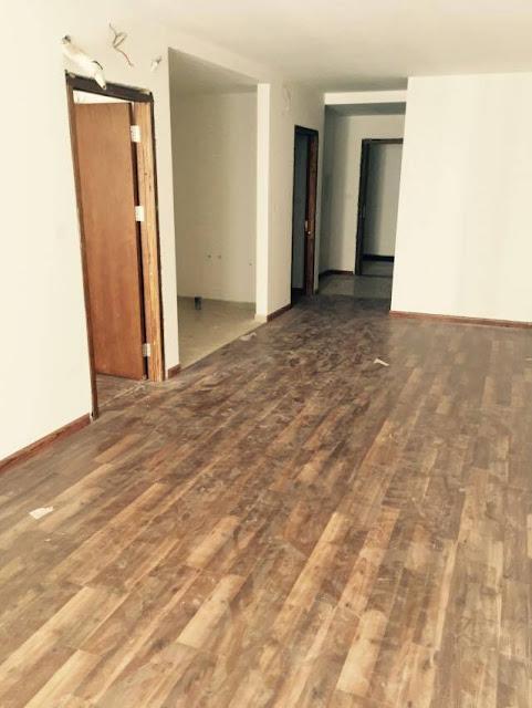 Thi công sàn gỗ bên trong căn hộ Goldmark City