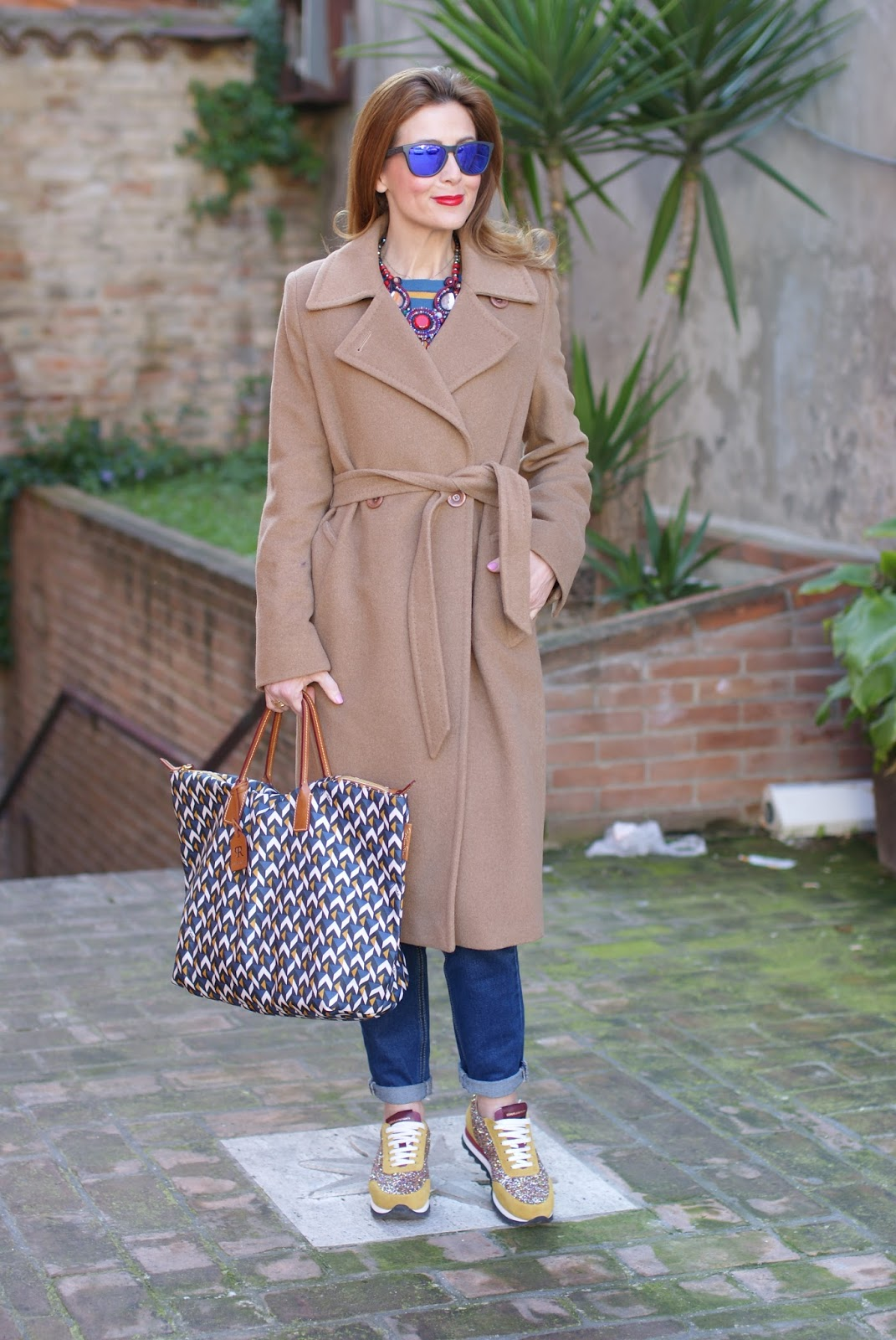 Easter holidays look with camel Coat, Roberta Pieri Robertina bag and Sergio Amaranti sneakers on Fashion and Cookies fashion blog, fashion blogger style