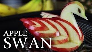 Як зробити їстівного яблучного лебедя?