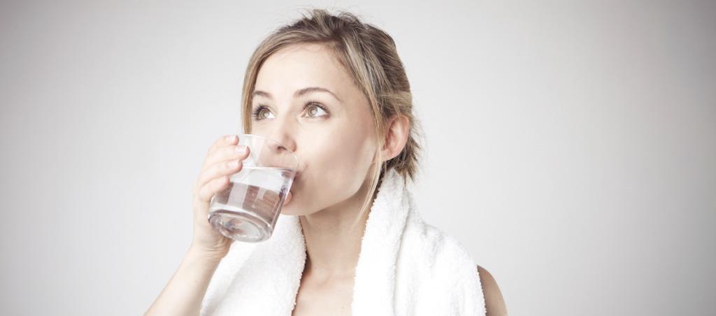 Cara Mencerahkan Kulit Wajah Kusam Dengan Banyak Minum Air Putih