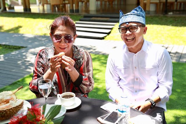 Nikmati Durian Pelangi Banyuwangi, Menteri Susi: Saya Ketagihan