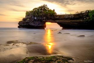 Wisata Pura Batu Bolong Di Lombok Barat