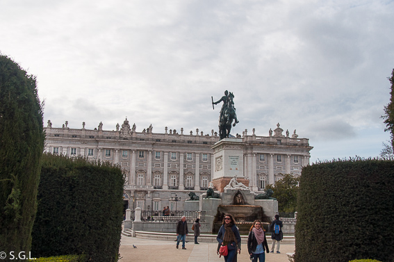 Plaza de oriente. Ruta lowcost por Madrid