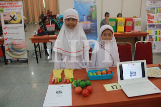 16. Hanun Dzatirraajwa dan Izza Aulia Putri Purwanto dari SD IT Bina Amal Semarang dan SD IT Al Islam Kudus dengan Judul Karya Ular Tangga Tunanetra