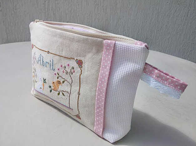 Cross stitch spring pouches by Septiembre