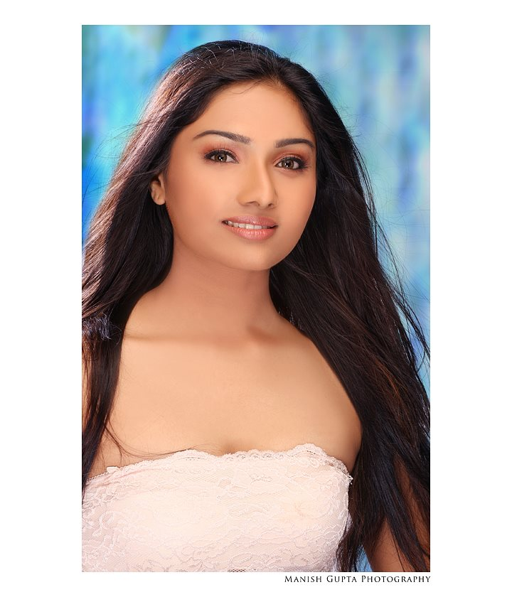 Indian Actress Online: Aishwarya Devan Photoshoot