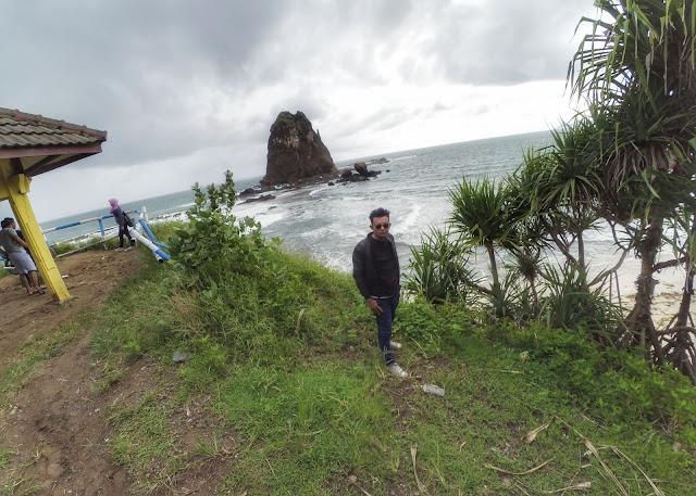 Spot foto pantai Papuma Jember