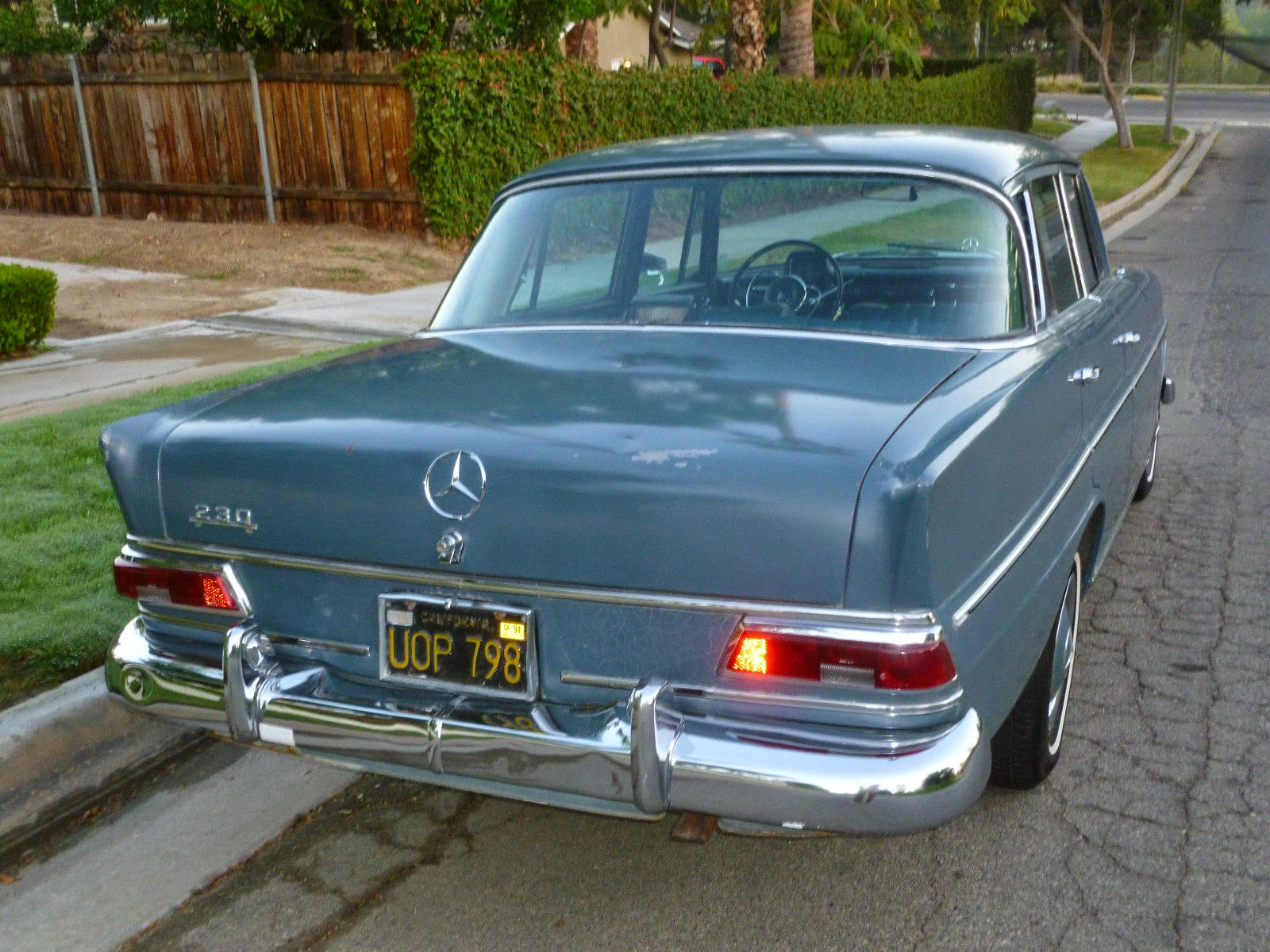 daily turismo 5k ze old school 1967 mercedes benz 230s w110. Black Bedroom Furniture Sets. Home Design Ideas