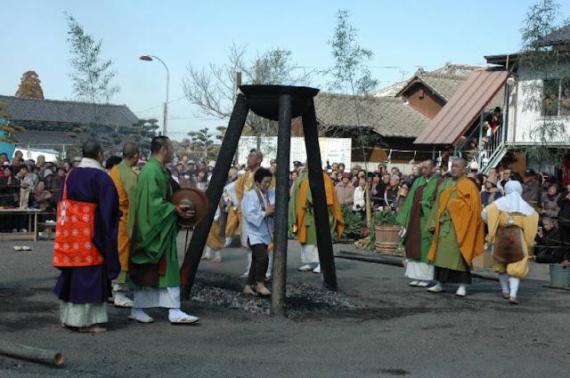 Kiwara Fudoson Taisai (Spring Fire Festival), Kumamoto