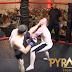 Policial se inscreve em evento de MMA e nocauteia adversário em apenas 4 segundos