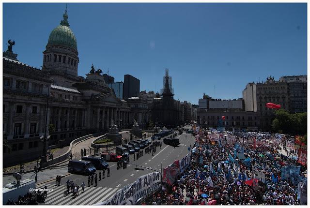 El pueblo en la calle le puso un freno al saqueo a los jubilados que pretende llevar adelante el gobierno de Mauricio Macri