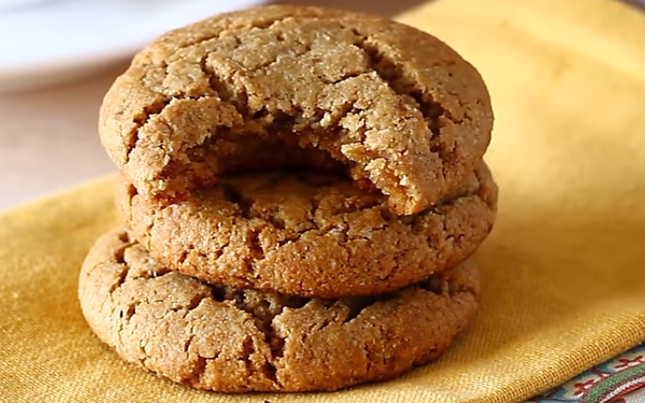 Light and Crispy Gingersnap Cookies Recipe