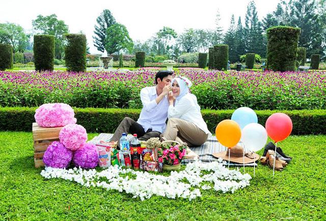 Spot hits berfoto Nusantara Flower Garden