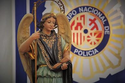 Resultado de imagen de ANGELES CUSTODIOS Y POLICIA NACIONAL