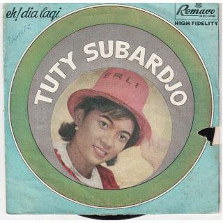Tuty Subarjo - Anakku Sayang ( Karaoke )