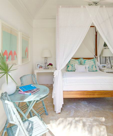 Ideas for romantic tropical canopy beds coastal decor for Tropical canopy bed