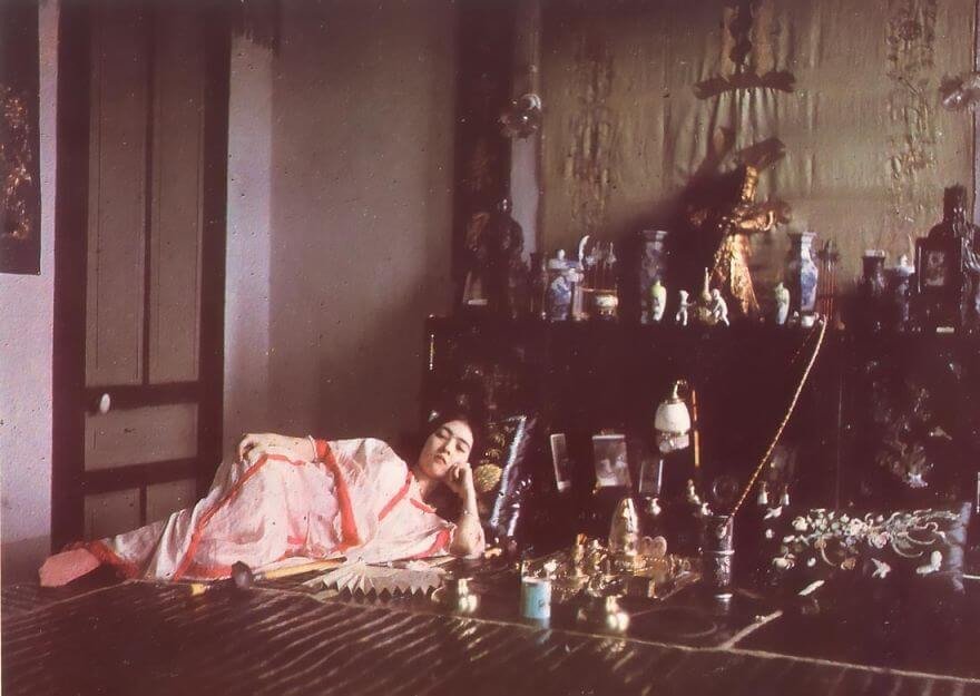 40 Old Color Pictures Show Our World A Century Ago - Woman Smoking Opium, 1915
