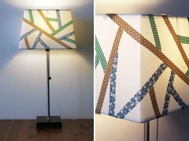 7 DIY para renovar las pantallas de las lámparas. Pantalla de lámpara decorada con cinta decorada