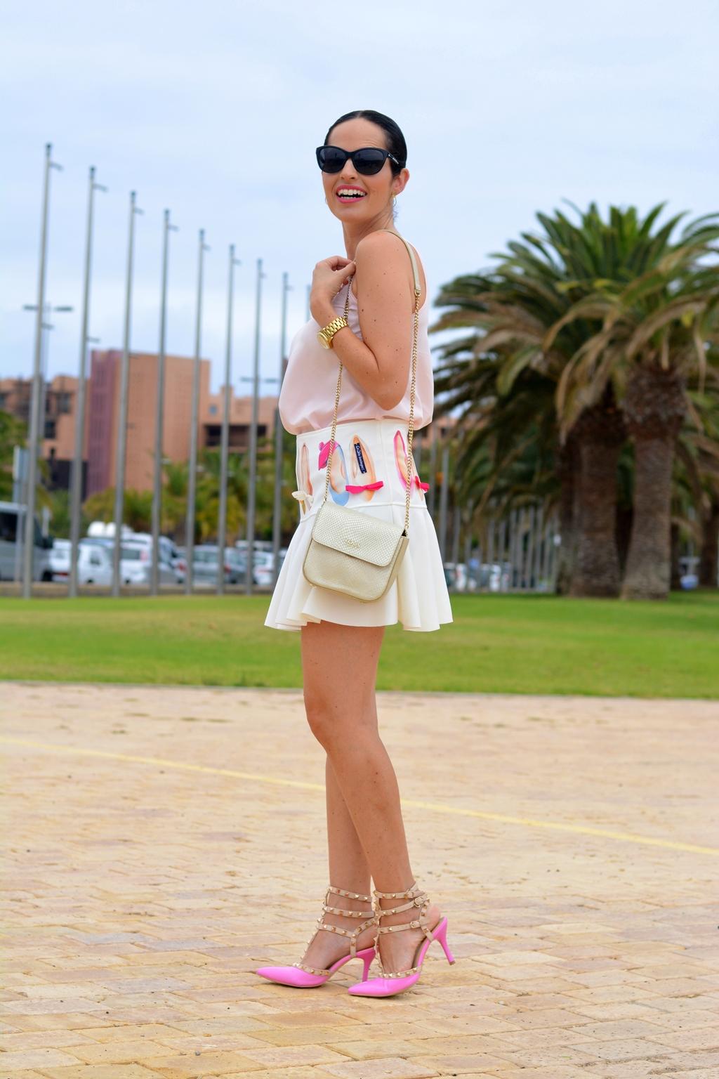 outfit-mini-skirt-arcadinas-moda-cálida