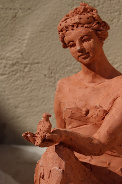 woman, sculpture, art, bird, escultura, arte, terracotta, sarah, myers, red, clay, earthenware, sitting, seated, small, tanagra, classical, contemporary, kunst, skulptur, quick, lady, finch, graceful, close-up, detail, eye, hand