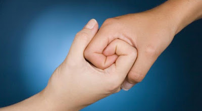 empathy-two-people-giving-hand-each-other-http://www.woobleweb.com/