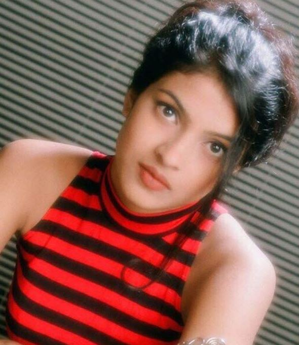 Приянка Чопра / Priyanka Chopra - Страница 12 006