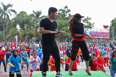 Ribuan Masyarakat dan TNI-Polri Ikuti Senam Poco-Poco Bersama Wakil Bupati Trenggalek