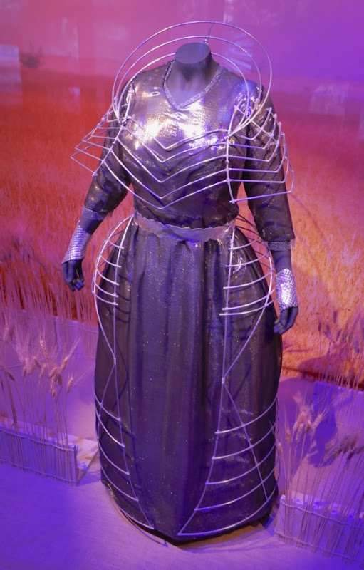 Oprah A Wrinkle in Time Mrs Which film costume