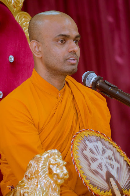 Venerable Sigiriya Sumiththa Thero conducting Dhamma Sermon