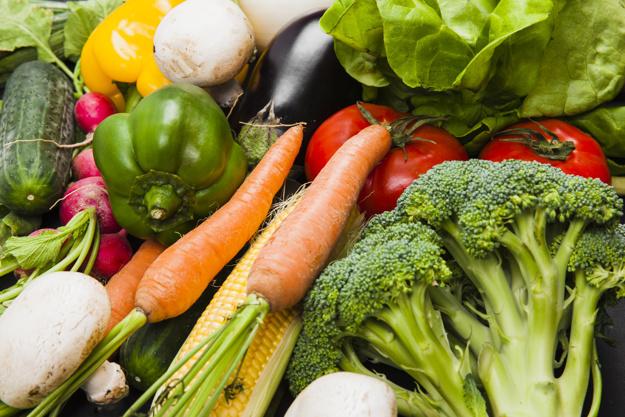 الطرق المثالية لحفظ بعض الخضروات وكيفية تفريزها