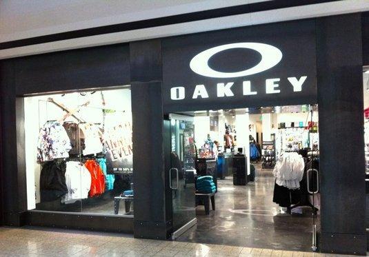 6463892eda71a Lojas Oakley em Orlando e Miami